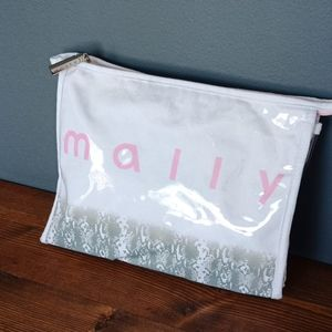 Mally cosmetic case